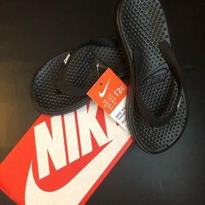 New Nike Solay flip flops